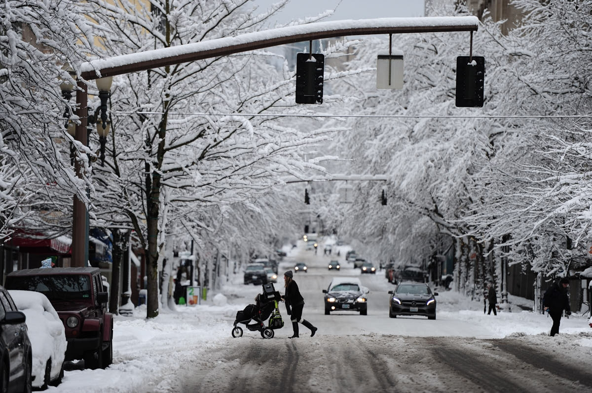 OR: Snowy Portland Scenes After Historic Storm